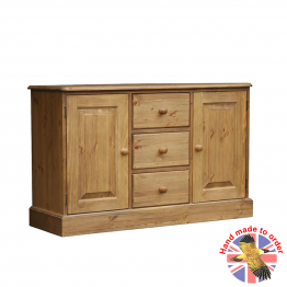 Woodpecker Cottage Low Cupboard with 3 Middle Drws